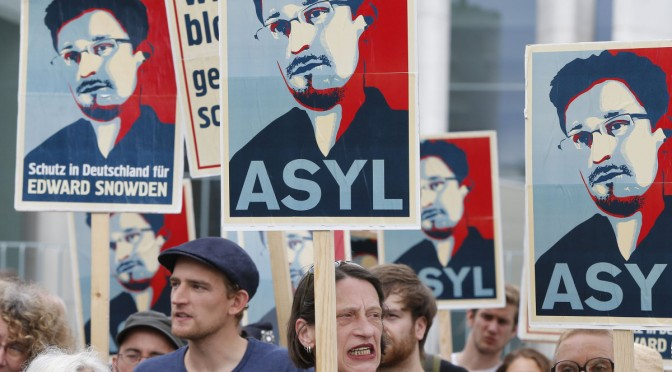 Demonstrators hold banner during protest rally in support of former U.S. spy agency NSA contractor Edward Snowden in Berlin July 4, 2013. REUTERS/Tobias Schwarz (GERMANY - Tags: POLITICS CIVIL UNREST)